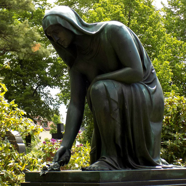 Trauernde von Selmar Werner. A.Milde Dresden Foto: Susann Wuschko