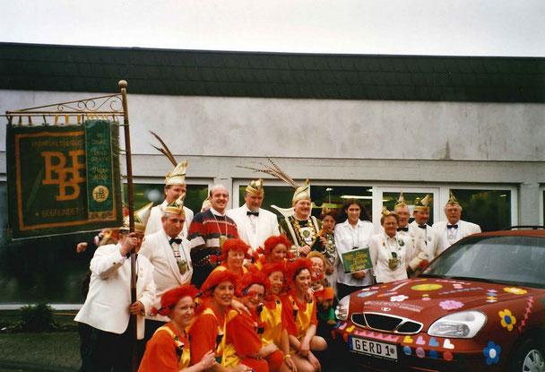 Prinzen-Wagenübergabe im Autohaus Labudda im Jahr 2000, knied Sunny Girls