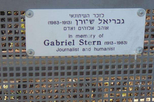 Eine Bank mit dem Namenschild Gabriel Stern in Jerusalem