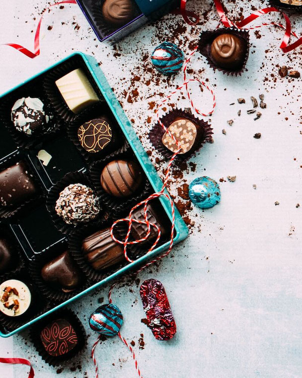 When it comes to Valentine's Day gifts for him and Valentine's Day sweet treats for you, here are Valentine's Day sweets that are healthy & facts about Valentine's Day chocolates. #valentinesday #galentinesday #dessert #valentinesdessert #valentinedessert