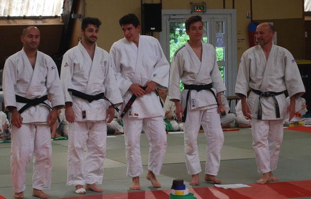 """Quatre nouveaux venus du Judo Club d'Aytré dans le cercle très prisé des 1er DAN ...dont trois le même jour !  Félicitations à ces quatre """"ceintures noires"""" Thomas, Dylan, Alexandre et Malkaz !"""