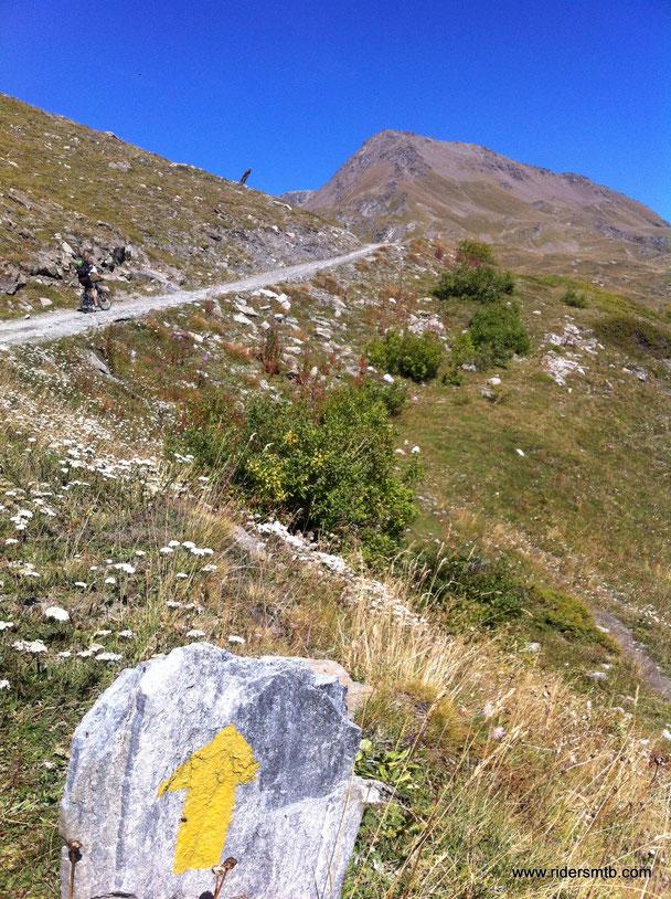 rampe toste ci dirigono verso il Rifugio Fallere