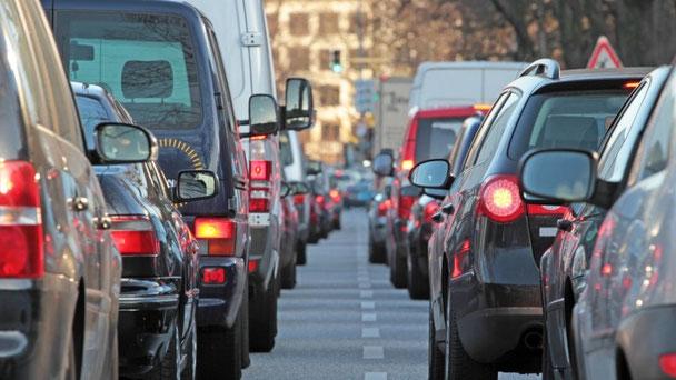 Straßenverkehr ist eine Hauptquelle für Stickstoffdioxid.