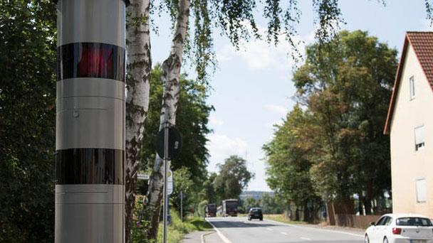 Autofahrer, die in Hessen geblitzt worden sind, können nun auf ein neues Urteil des Oberlandesgerichts Frankfurt hoffen. Unter Umständen können sie erfolgreich Einspruch einlegen. Oberhessen-live beantwortet die wichtigsten Fragen.