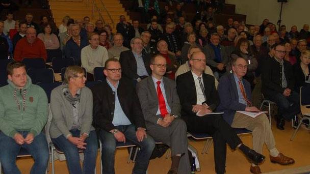 Großes Interesse am Forum unserer Zeitung: In der ersten Reihe die beiden Bürgermeister Rainer-Hans Vollmöller und Dr. Olaf Dahlmann sowie Bundestagsabgeordneter Michael Brand (von rechts)