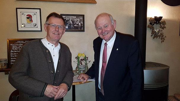 Sowohl der CDU-Gemeindeverbandsvorsitzende Wolfgang Schleiter (links) als auch der CDU-Landtagsabgeordnete Kurt Wiegel (rechts) freuten sich über die gute Teilnahme am Wartenberger Stammtisch ...