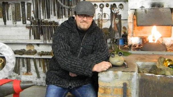"""Die """"Alte Schmiede"""" war für Metallkünstler Rainer Spiegel das perfekte Ambiente."""