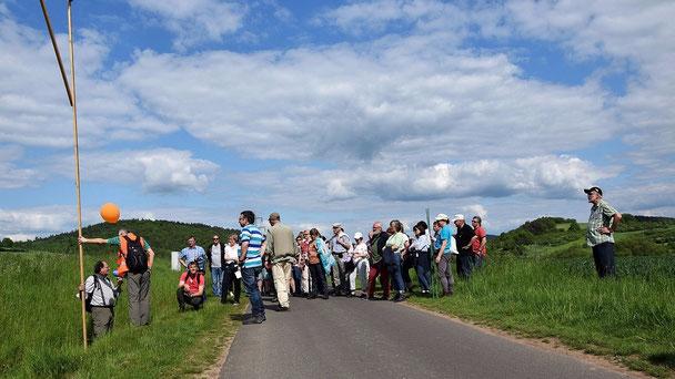 Einige Teilnehmer ergriffen die Möglichkeit, sich über Megaphon an die Gruppe zu wenden.