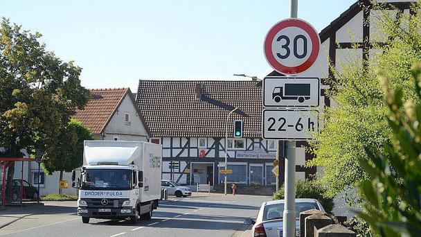 Die Ortsdurchfahrt von Angersbach ...