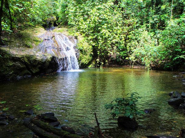 Mooie waterval in Sabah op Borneo