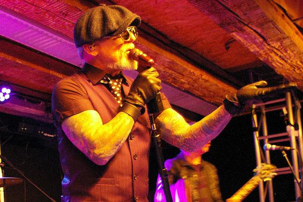 Stylischer Frontmann mit Storyteller-Qualitäten: Ron Young suchte immer den Kontakt zum Publikum. Der Musiker und Schauspieler wird als einer der besten amerlikanischen Hardrock-Shouter gehandelt.