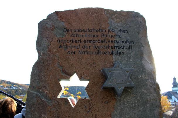 Ausschnitt Gedenkstele Jüdischer Friedhof Attendorn