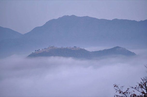 Photo of Takeda castle from Ritsuunkyo Source: Wikipedia