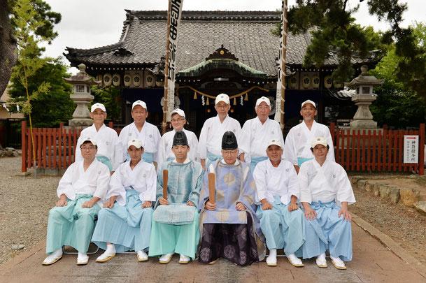 祭礼当日の吉田神社宮司と奉賛会常任理事一同