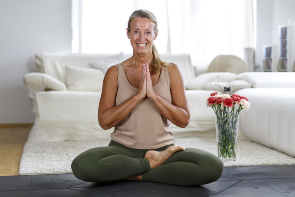Veronika Rössl . Online Yoga Studio