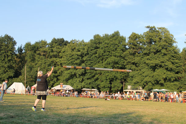 ...beim Tossing the Caber.