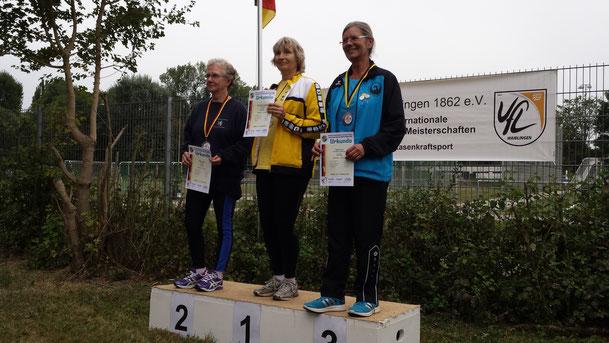 Sigrid Fuchs (rechts im Bild) wurde vier Mal 3. und mit den Teams WS 1 und WS 4 zwei Mal mit Gold geehrt.