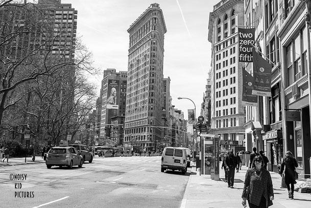 Exposition de photographies sur New York et Bruxelles via une galerie d´images virtuelle et les parcours d´un photographe