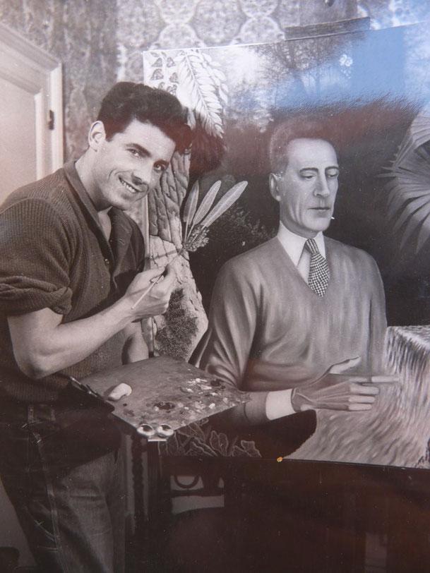 1951. MILLY-LA-FORÊT.  COCTEAU peint par Edouars DERMIT (1925+1995). D'origine Slovène, mineur en Lorraine, acteur, artiste- peintre, légataire universel du Maître, Dermit se marie en 1966 avec Eliane Dubroca qui lui donne 2 fils Jean et Stephane.