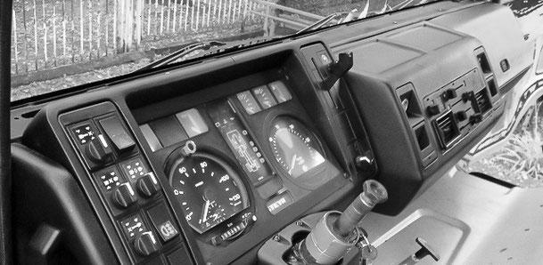 schwarz Armaturenbrett Steyr 12M18