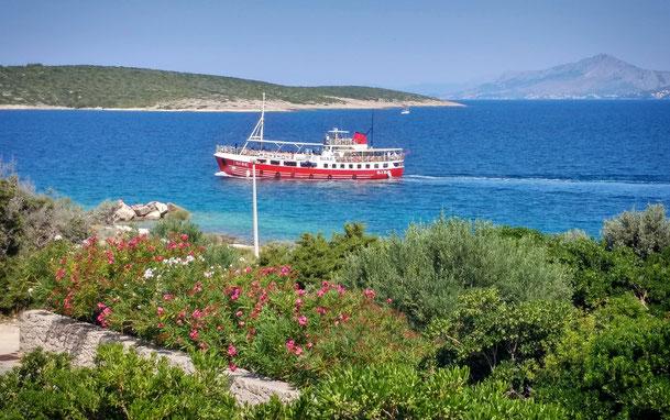 #povlja #islandbrac #wyspabrac #isolabrac #inselbrac #adriatic #sea #mare #meer #dalmatia #dalmazia #dalmatien #croatia #croazia #chorwacja #kroatien #apartmentspovlja #holidayapartments #vacation #vacanze #urlaub #boat #picnic
