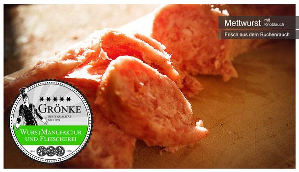 Frische Mettwurst mit Knoblauch; hausgemachte gemachte Qualität vom Fleischermeister