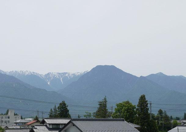 プラスワンリビングから望む5月上旬の「安曇富士」「信濃富士」・・・正式名は有明山