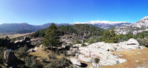 Vista de La Sierra de los Porrones y Cuerda Larga con la pista de las Zetas