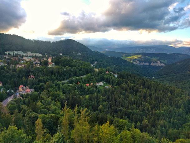 Ausblick auf die Berglandschaft am Semmering