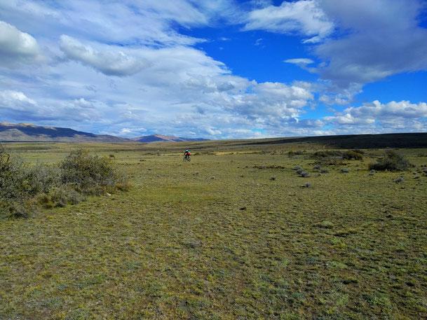 Radfahren in der patagonischen Wüste