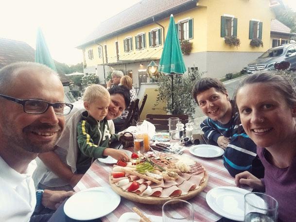 Familienausflug in den steirischen Buschenschank