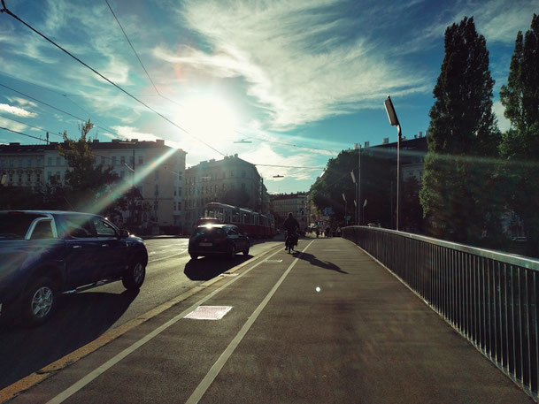 Radweg über die Rotundenbrücke beim Donaukanal