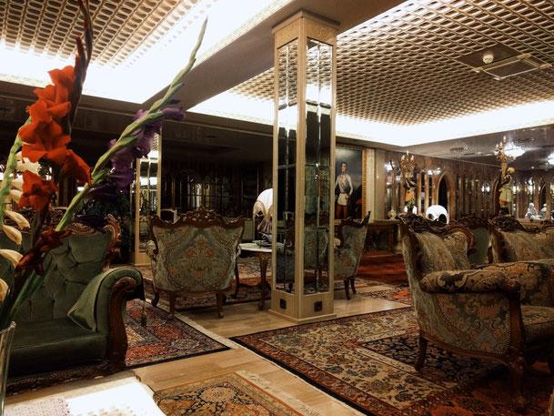 Royale Unterkunft in Klagenfurt mit viel Goldverzierung und königlichen Gemäden