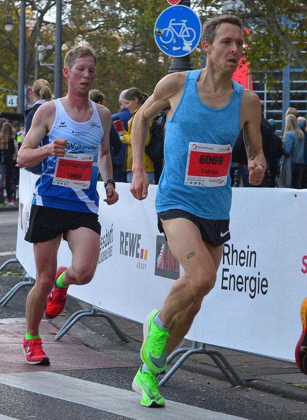 Christoph Gallo - hier beim Köln Halbmarathon mit Tobias Balthesen (TSG Heilbronn) lief in Apeldoorn über 25 km ein starkes Rennen