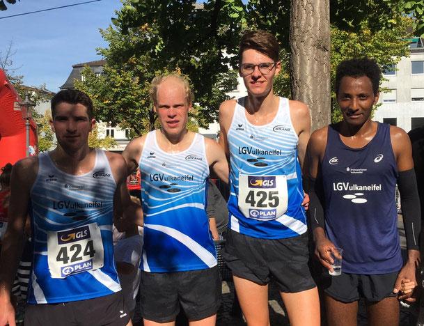 Nicolas Krämer, Daniel Schmidt, Finn Küpper und Samuel Fitwi bei der 10 km DM in Siegburg