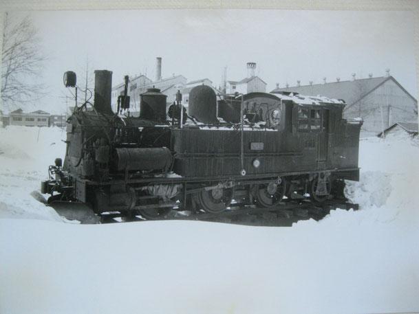 士別製糖所工場建物を背景に蒸気機関車「2649号」