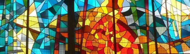 当教会ステンドグラス「燃える柴」