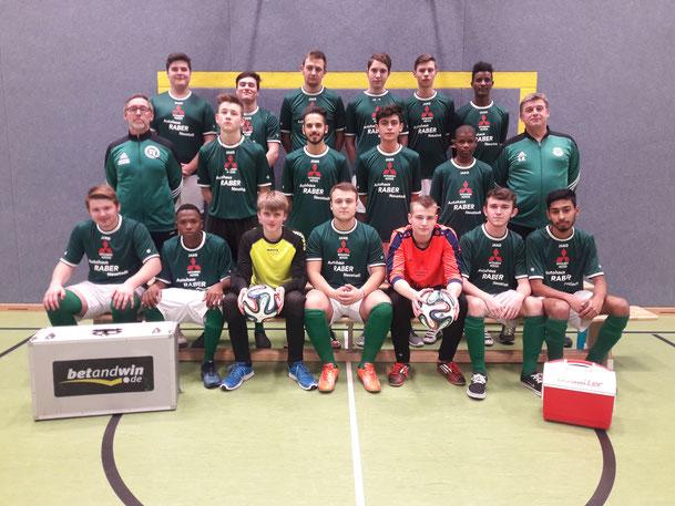 Die Mannschaft umfasst aktuell 18 Jugendliche aus den Jahrgängen 2000 und 2001.