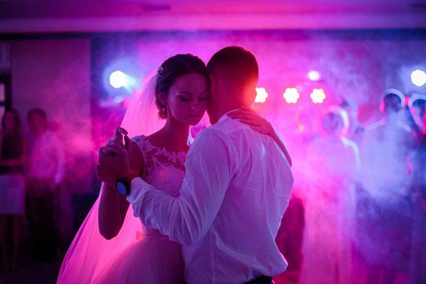 Der Tanz bei einer Hochzeit in Bremen. Der Topp DJ Florio Martinez für Hochzeiten, Events und Party´s.