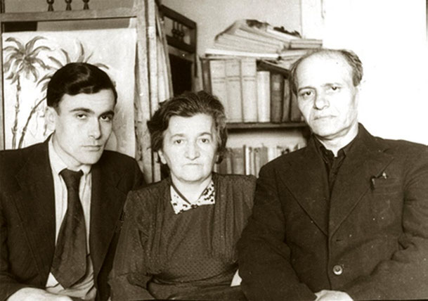 С мамой и отцом