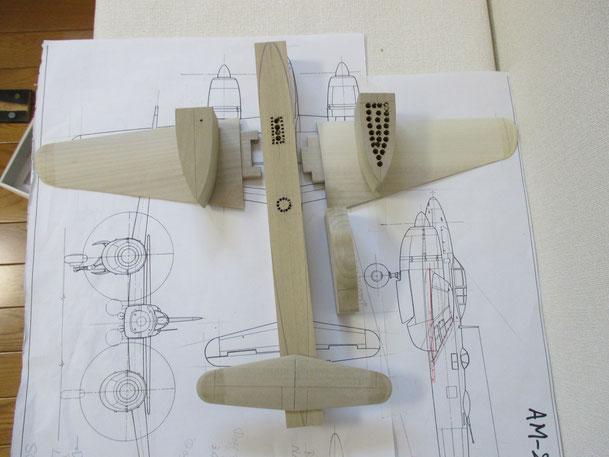 主翼・尾翼部分をなめらかに削りました(2014.09.14)