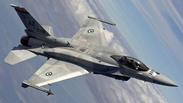 F-16E della UAEAF con i  codici AZ della Tucson ANGB