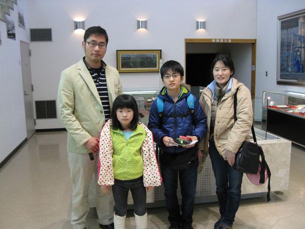 写真左側S・Y様(弟さん)、右側M・N様ご家族