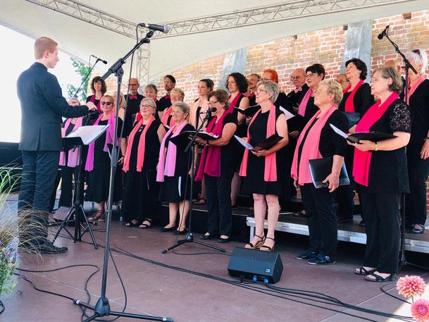 Auch unser diesjähriges Sommerkonzert auf der Burg in Storkow war bei strahlendem Sonnenschein wieder ein großer Erfolg