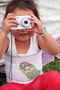Petite mongole prend une photo