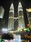Imposant - Petronas Zwilingstürme bei Nacht