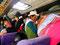 """Beengt - Überfüllter Bus von """"Senor los Milagros"""" von Cabanaconde nach Chivay"""