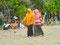 Wandelmeile - muslimische Indonesier am Strand von Kuta