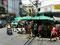 Eng - Eingang vor zugestellten Bürgersteig in Bangkok