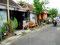 Kleine Häuser in dichter Bebauung im besseren Wohnviertel Yogyas...